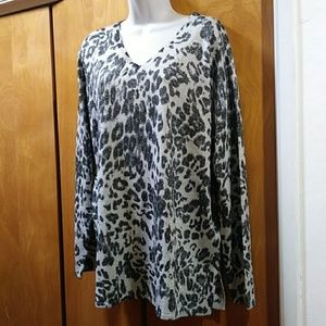 Women Susan Graver Animal print top Size XL